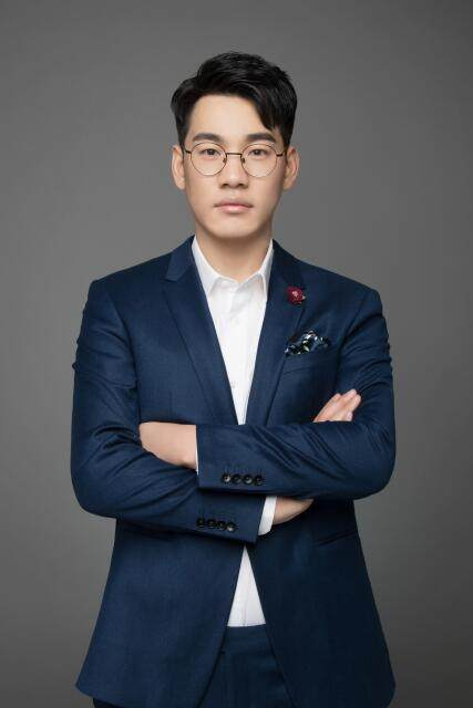 明星设计师-卜洪生